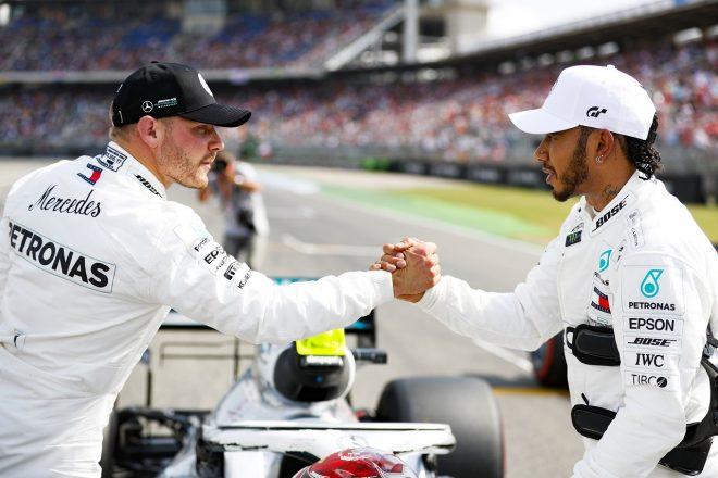 2019年F1第11戦ドイツGP 予選後のルイス・ハミルトンとバルテリ・ボッタス(メルセデス)
