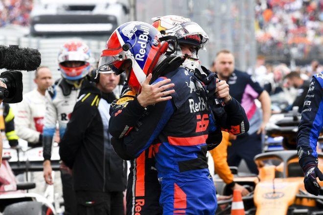 2019年F1第11戦ドイツGP ダニール・クビアト(トロロッソ・ホンダ)とマックス・フェルスタッペン(レッドブル・ホンダ)が健闘を称えあう