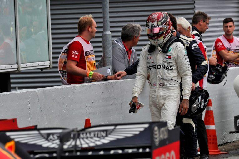 F1   ハミルトン、首位から一時は最下位まで転落「なぜこんなことになったのか分からない」:メルセデスF1