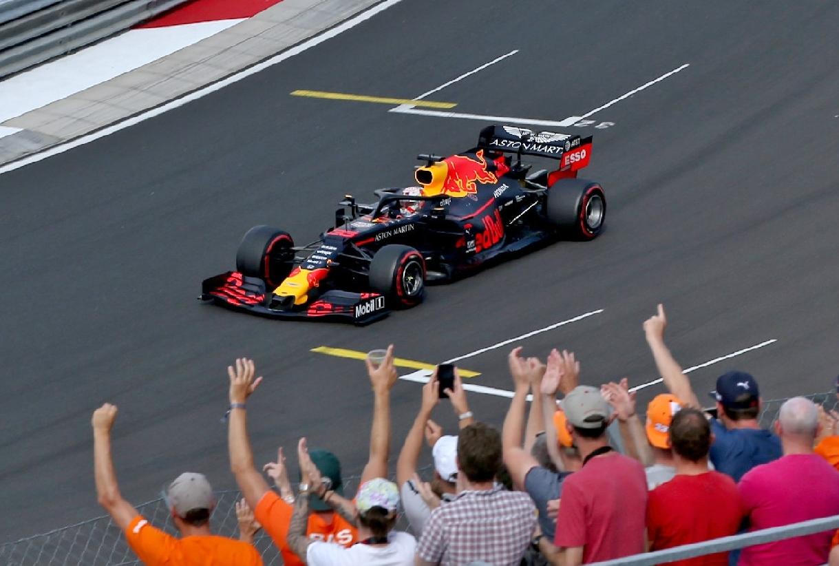 2019年F1第12戦ハンガリーGP マックス・フェルスタッペン(レッドブル・ホンダ)に声援を送るファンたち