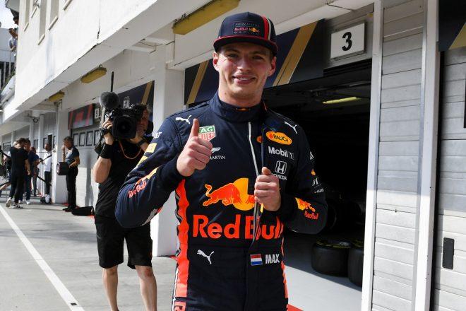 2019年F1第12戦ハンガリーGP土曜 マックス・フェルスタッペン(レッドブル・ホンダ)、ポールポジションを獲得して笑顔