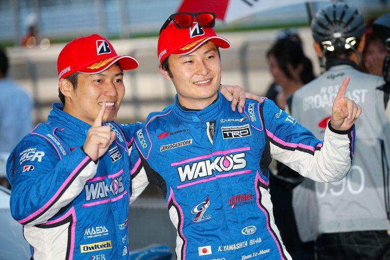 スーパーGT | WAKO'S山下健太「大丈夫と思っていましたが審議中の表示で『ヤバいかな』という気持ちにもなりました」/第5戦富士GT500優勝会見