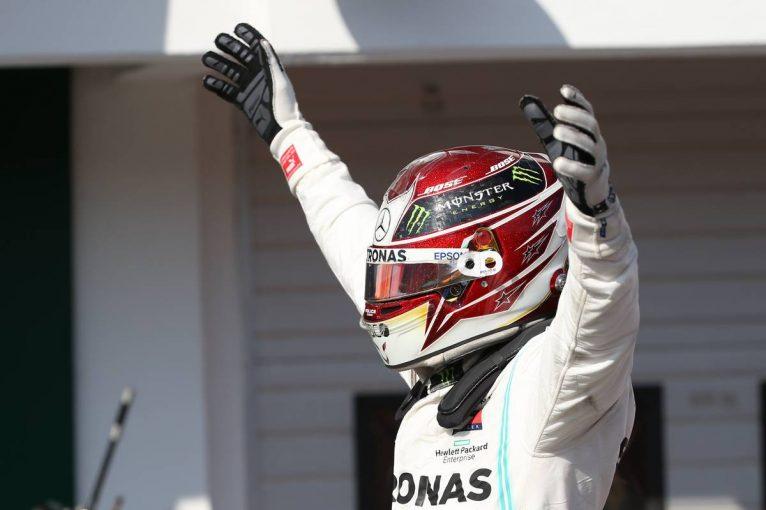 F1 | F1ハンガリーGP決勝:緊迫の一騎打ちを制したハミルトンが今季8勝目、フェルスタッペンはタイヤ戦略で一歩及ばず
