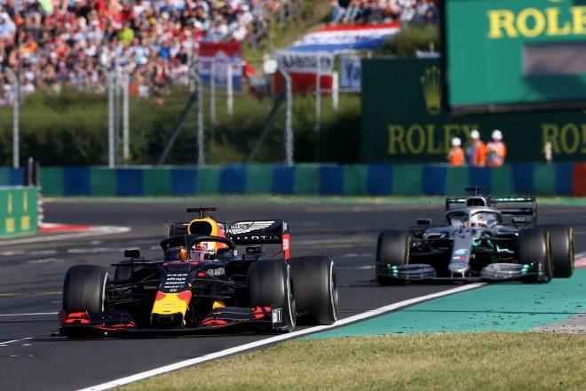 2019年F1第12戦ハンガリーGP決勝 マックス・フェルスタッペン(レッドブル・ホンダ)とルイス・ハミルトン(メルセデス)