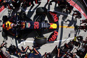 F1 | レッドブルF1代表、勝利を失い悔しさ示す「あの1周ですべてが変わった。メルセデスのギャンブルに打つ手はなかった」