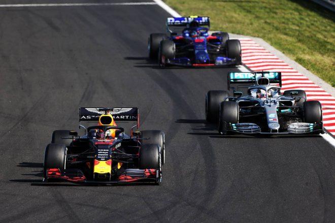 2019年F1第12戦ハンガリーGP マックス・フェルスタッペン(レッドブル)とルイス・ハミルトン(メルセデス)