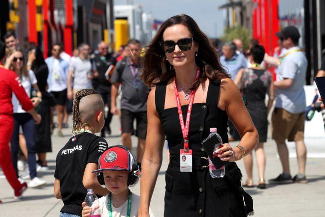 2019年F1第12戦ハンガリーGP キミ・ライコネン(アルファロメオ)の妻ミントゥさんと長男のロビンくん