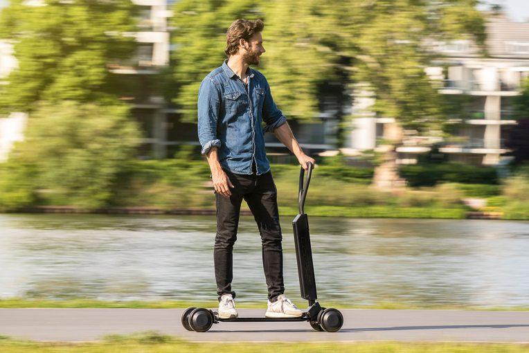 クルマ | アウディが電動スケートボードを発売へ。EV『e-tron』ブランドから2020年後半登場へ