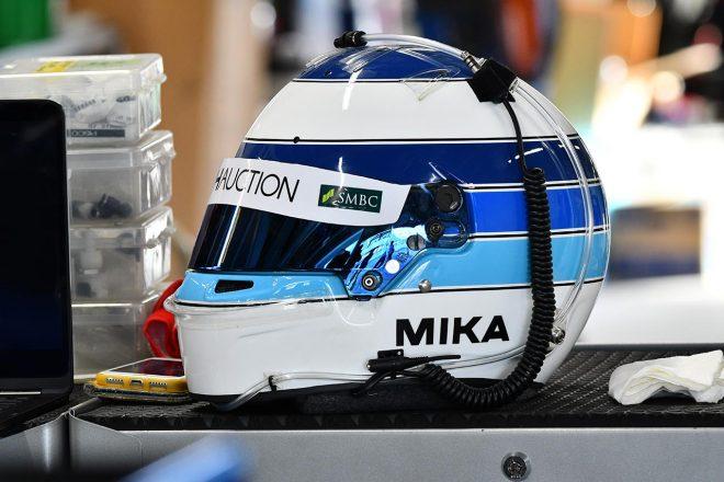 往年のミカ・ハッキネンのヘルメットカラーリング