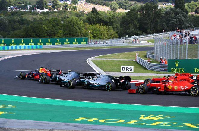 2019年F1第12戦ハンガリーGP決勝スタートで首位を守ったマックス・フェルスタッペン(レッドブル・ホンダ)