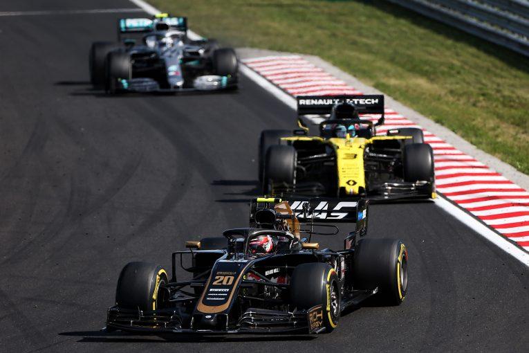 F1 | ハースF1代表、ハンガリーGPでマグヌッセンが受けた警告に不満。「あれは良いバトルだった」