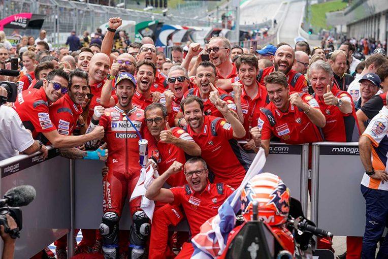 MotoGP | MotoGPオーストリアGP:ドヴィツィオーゾが開幕戦以来の優勝。最終コーナーまで続いたマルケスとの激闘を制す