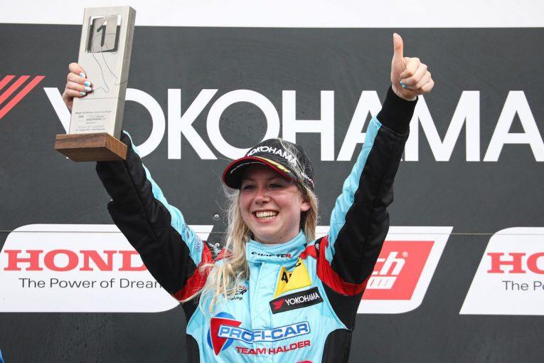 海外レース他 | TCRドイツ第4戦:女性ドライバーのミシェル・ハルダーが初優勝。兄のマイクも表彰台に