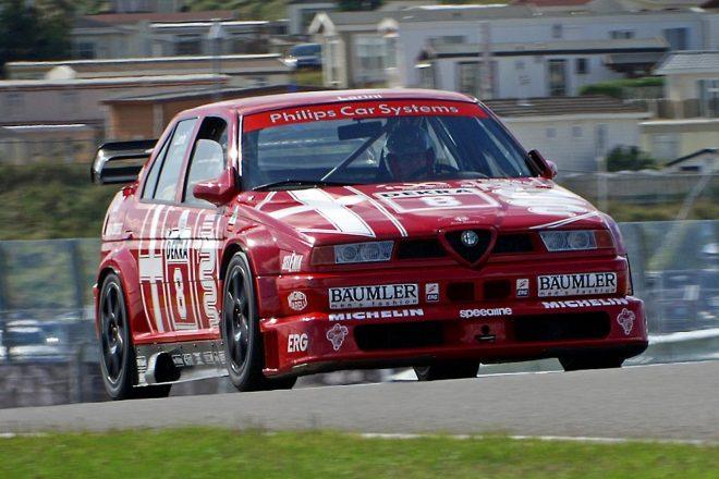 今なお人気が高い1993~ 96年に活躍したDTMマシンのアルファロメオ155 V6 TI。アルファのツーリングカーと言えばこれを思い浮かべる人も多いのでは。