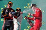 2019年F1ハンガリーGP表彰台 ハミルトン(メルセデス)、フェルスタッペン(レッドブル・ホンダ)、ベッテル(フェラーリ)