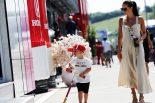 F1 | 【動画】ライコネンの夏休み。長男ロビンくんにカート指導