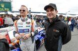 ジョナサン・ベネット(左)とロングディスタンスレースで同チームの助っ人を務めるロマン・デュマ(右)