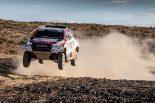 2019年のダカールラリーを制したTOYOTA GAZOO Racing SAのトヨタ・ハイラックス。アロンソは南アフリカのカラハリ砂漠でテストを行った