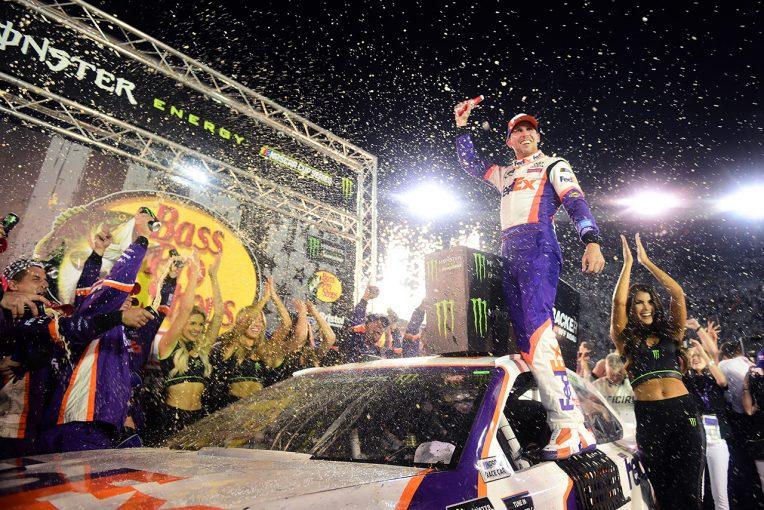 海外レース他 | NASCAR第24戦:ハムリンがシーズン4勝目。ディベネデットが2位に入りトヨタがワン・ツー