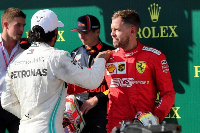 2019年F1第12戦ハンガリーGPで優勝したルイス・ハミルトンと3位のセバスチャン・ベッテル