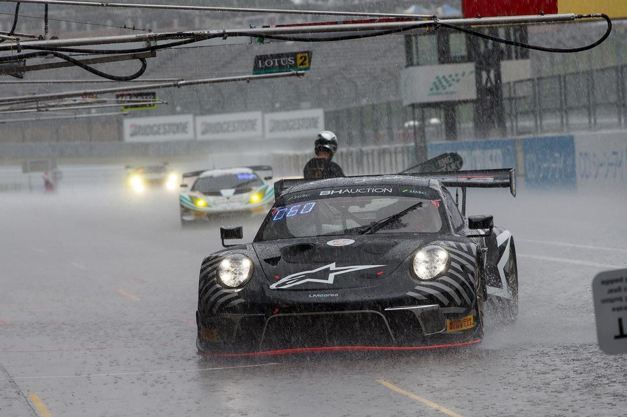 鈴鹿10時間開幕もペイドプラクティスは雨に。前年覇者の999号車がベストタイム