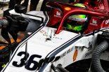 2019年F1バーレーンテストでアルファロメオC38をドライブするミック・シューマッハー