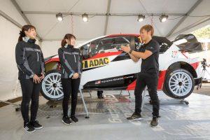 ラリー/WRC | ラリー・ドイチェランドを訪問した梅本まどか(左)