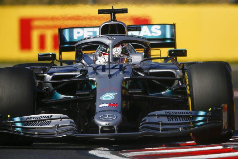 F1   「トレッドの薄いタイヤがメルセデスの優位性をもたらした」との説に、ピレリF1が反論