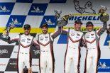 ワン・ツー・フィニッシュを飾ったポルシェGTチームの(左から)ローレンス・ファントール、アール・バンバー、911号車のニック・タンディとパトリック・ピレ