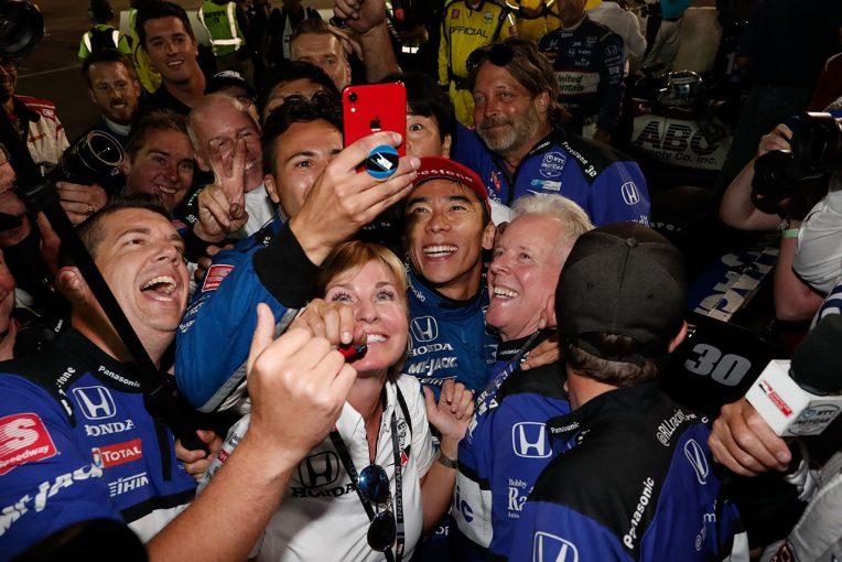 海外レース他 | 観客からの熱い声援で勝利へまい進した琢磨。「苦しさへの甘美な見返り」とアメリカメディアも称賛