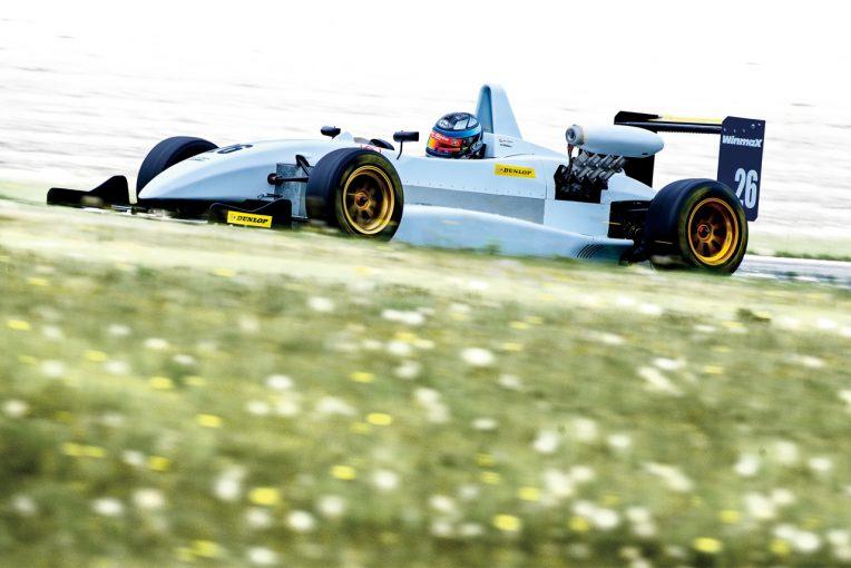 国内レース他 | 布団とまな板から生み出されたマシン。開発競争のあるミドルフォーミュラ『JAF-F4』