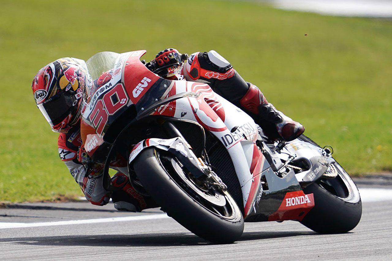 中上、MotoGPクラス初のイギリスGPに挑むも中盤に転倒。「回避しようと粘ったがこらえられなかった」