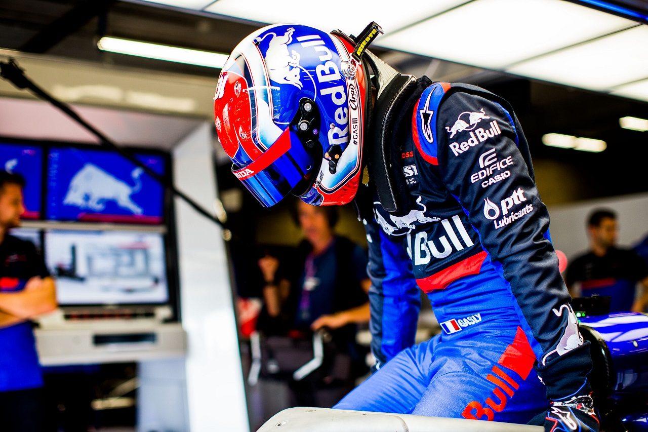 2019年F1第13戦ベルギーGP トロロッソSTR14・ホンダに乗り込むピエール・ガスリー