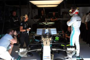 F1 | ハミルトン4番手「問題続きの初日でパフォーマンスにも不満。フェラーリはあまりに速い」:メルセデス F1ベルギーGP