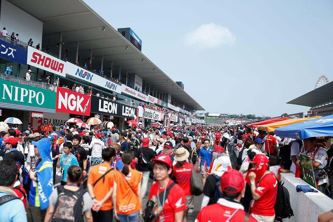 モータースポーツファンに聞く真夏のレース観戦の術。女性ファンが身に着けていた完ぺきな日焼け対策