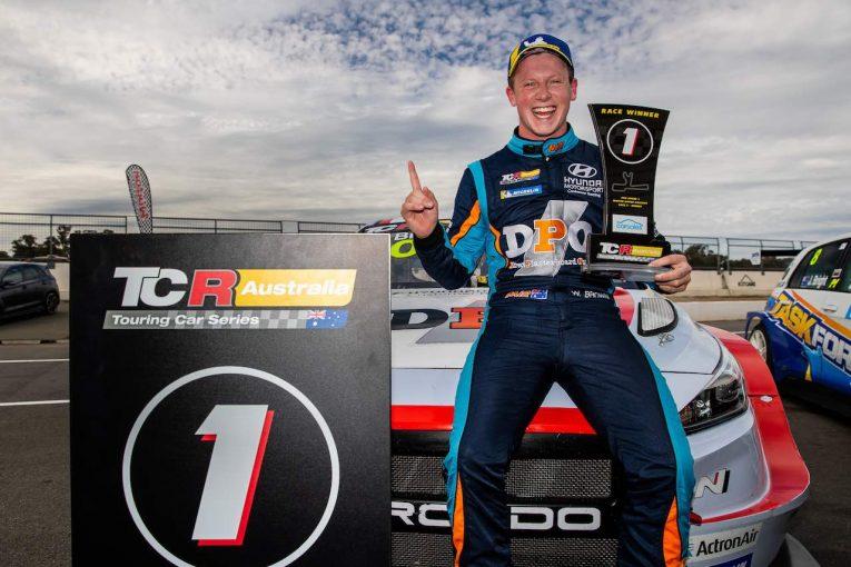 海外レース他 | TCRオーストラリア第5戦:連勝で選手権リード拡大のブラウン。「ヒュンダイはまるでF3マシンのよう」