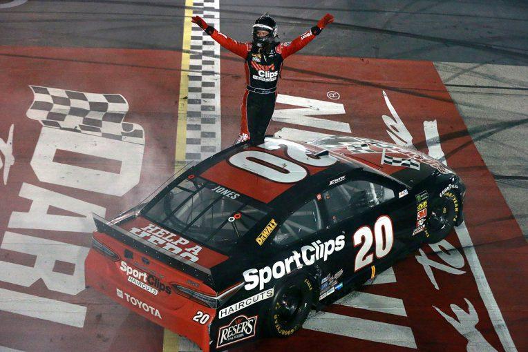 海外レース他 | NASCAR第25戦:トヨタのジョーンズがキャリア2勝目。カイル・ブッシュがレギュラー王座獲得