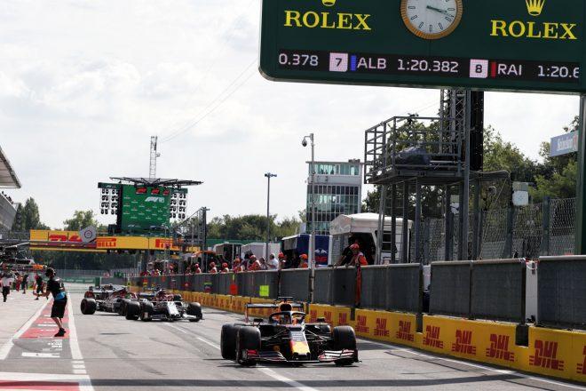 2019年F1第14戦イタリアGP土曜 コースインするマックス・フェルスタッペン(レッドブル・ホンダ)
