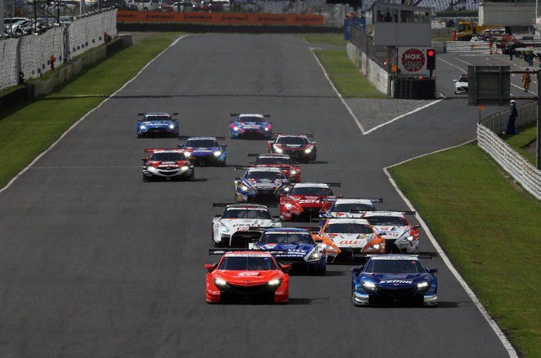 スーパーGT   より良いレース運営を目指して──。スーパーGT来場者アンケート実施中!