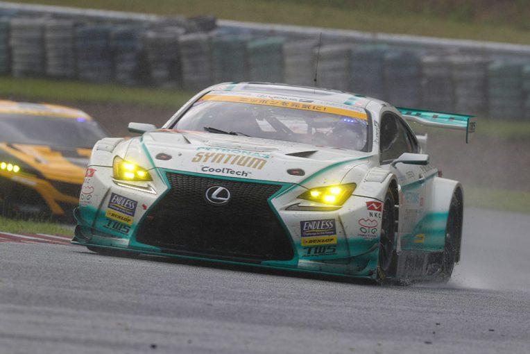 スーパーGT | 《GT300決勝あと読み》ドライか、ウエットか。ピットインタイミングと判断が勝敗を分けた大荒れオートポリスのGT300
