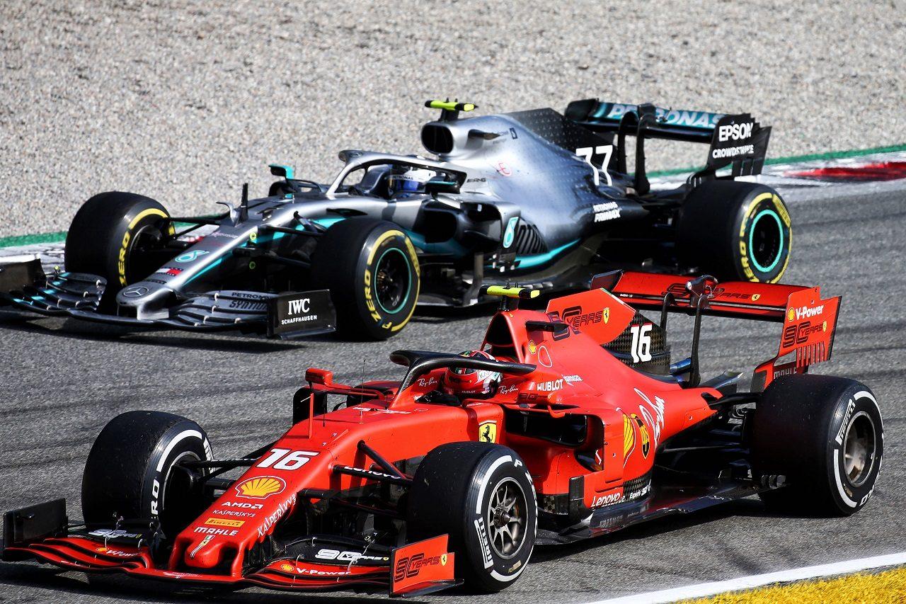 2019年F1第14戦イタリアGP決勝のバルテリ・ボッタス(メルセデス)とシャルル・ルクレール(フェラーリ)