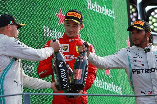 2019年F1第14戦イタリアGP表彰台のシャルル・ルクレール(フェラーリ)、ルイス・ハミルトン、バルテリ・ボッタス(メルセデス)
