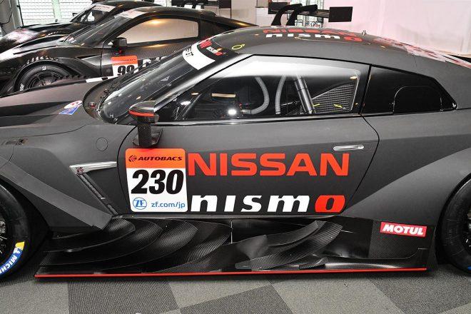 ニッサンGT-RニスモGT500のラテラルダクトは多くのフィンが備えられている。