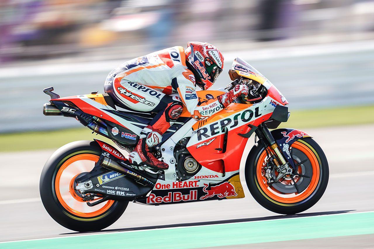 【MotoGPコラム】スズキのリンスがホンダのマルケスに0.013秒差で勝った理由/前編