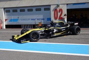 F1 | 18インチF1タイヤのテストを行うルノー