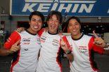 チャンピオン獲得を喜ぶ1号車GTNET GT3 GT-Rの藤波清斗、浜野彰彦、星野一樹