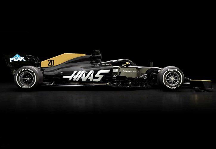 F1 | タイトルスポンサー契約解消のハースF1、マシンの新カラーを披露。リッチ・エナジーのブラック&ゴールドを引き続き使用