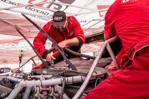 ラリー/WRC | トヨタ・ハイラックスを整備するクルーたち