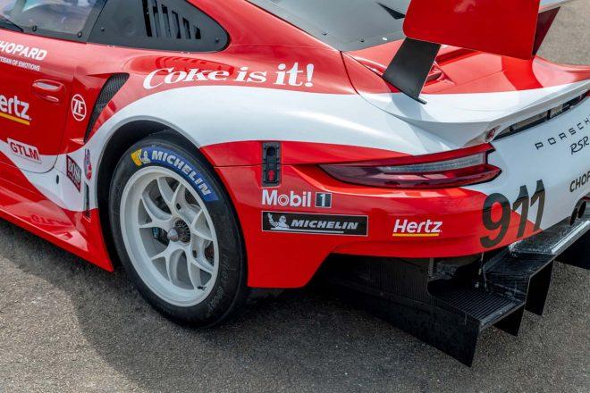 1986年セブリング12時間優勝マシンであるポルシェ965に合わせて、ホワイトのBBS製ホイールが装着される。