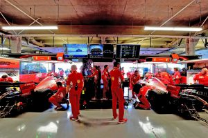 F1 | ガレージ内に並ぶフェラーリSF90